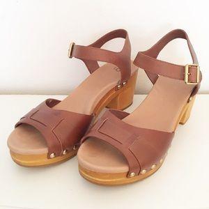 UGG Janie Clog Leather Wooden Platform Sandals